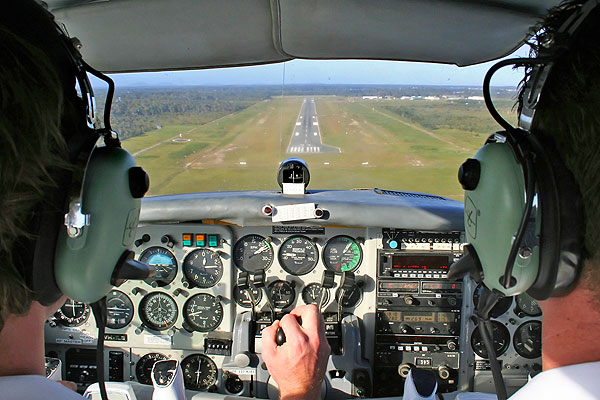 flight-training-runway-lg