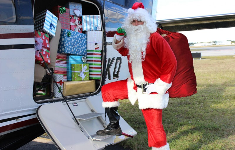 santa at banyan pilot shop